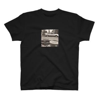 カフェでのひととき T-shirts
