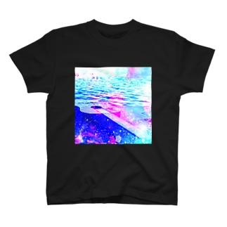 みずたま研究所の水面、逸れギター T-shirts