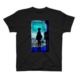 新作アニメっぽいやつ。 T-shirts