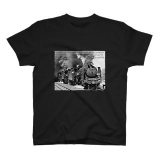 D51形蒸気機関車1号機を先頭とする三重連 (モノクロフォト) T-shirts