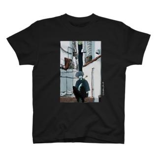 黄 T-shirts