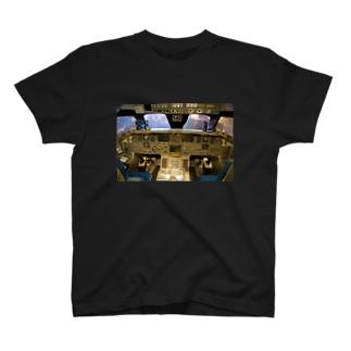 スペースシャトル コクピット T-shirts