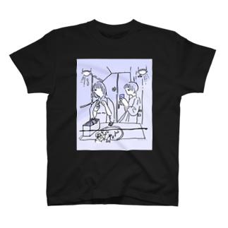 女子トイレにお花を摘みに T-shirts