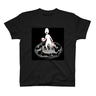 肉まんを買った帰り道、猫に囲まれた人 T-shirts