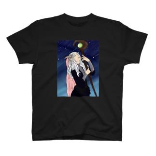 未来を占う魔女 T-shirts