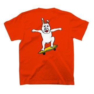 スケボーウサギたける背中にプリントバージョン T-shirts