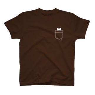 ポケットからねこさん(濃い色用) T-shirts