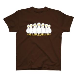 押し寄せる アヒル T-shirts