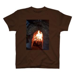 なつの薪窯の火 T-shirts