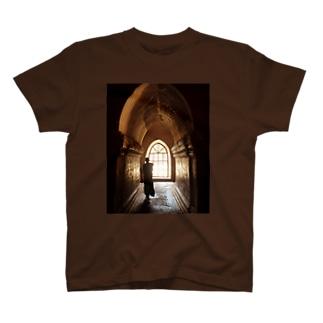 ミャンマーの僧侶 T-shirts
