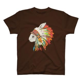 羽飾りのうさぎ T-shirts
