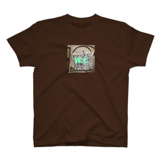 W.C of Hype's room T-shirts
