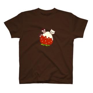 いちごとペンギンとシロクマ T-shirts