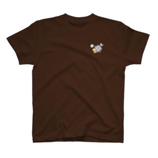アジに食べられる猫 T-shirts