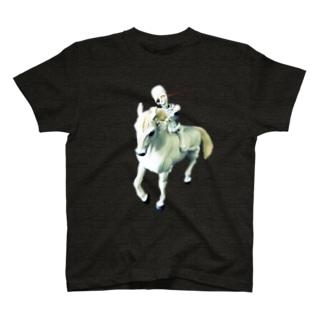 月灯りが真実をさらけ出す T-shirts
