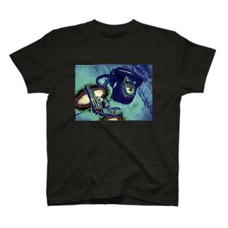 GUN&PHONE T-shirts