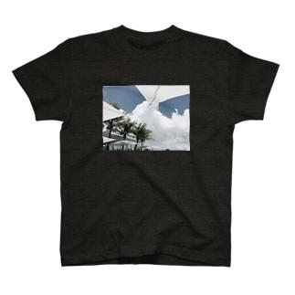 VACANCE T-shirts