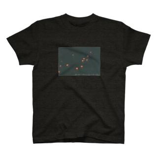 心臓を星降る川に投げ込めば灯籠のむれ鳥になり飛ぶ 目立たないバージョン T-shirts