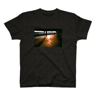 夕焼け駐車場 T-Shirt