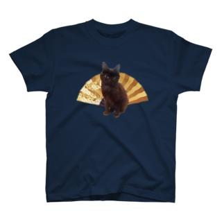 黒猫と扇子 Tシャツ