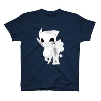 【ビールねこ】ひじ掛けおすましモノクロ.ver T-shirts