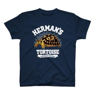 ヘルマンさんカレッジロゴ文字白 T-shirts