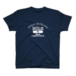 細心の注意による高品質な牛乳(白) T-shirts