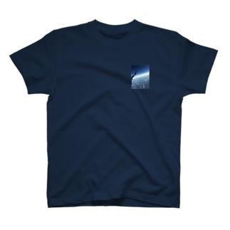 日本とハワイの間のところ T-shirts