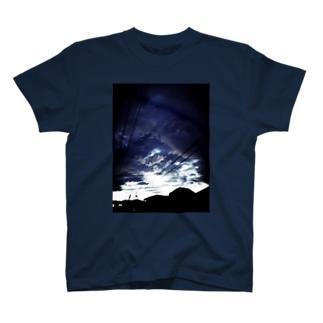 曇天 T-shirts