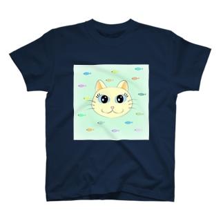 白猫ちゃんと魚 T-shirts