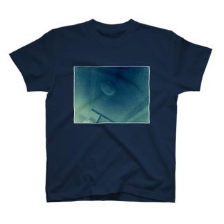 消えた灯の下で死んだのです。(フチ有) T-shirts