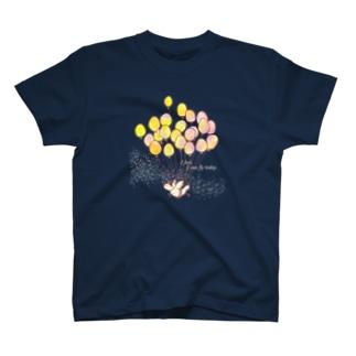 飛べる気がするニワトリ T-shirts