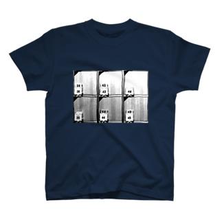 下駄箱 T-shirts