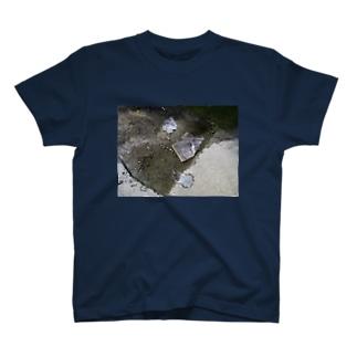 グアム 「水溜まり」 T-shirts