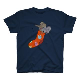 新しい布団は最高。byねずみさん。 T-shirts