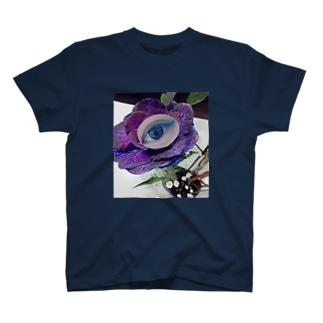 目と葉牡丹 T-shirts
