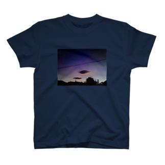 青い夕暮れの浮雲 T-shirts