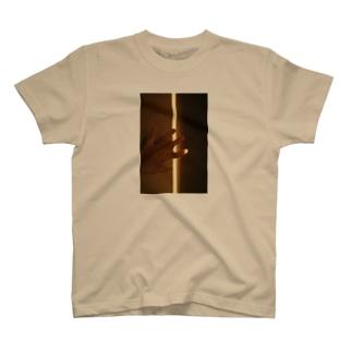指先 T-shirts