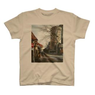 古城へ続く道 T-shirts