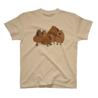 寄り添うカピバラ  T-shirts