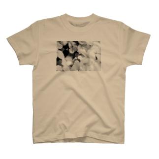 モノクロフラワー(野いちご) T-shirts