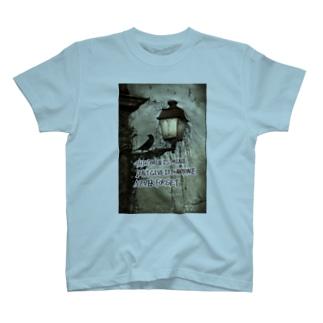 カラスと真実 T-shirts