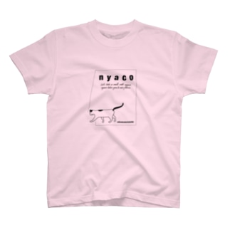 taking a walk with nyaco 4 Tシャツ
