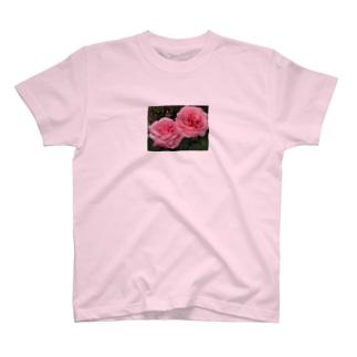 カップルバラ~恋愛祈願・成就、結婚祈願・成就、いい出会い祈願、二人の記念日にも~花言葉は愛情~ T-shirts