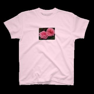 デザイナーショップkyotoのカップルバラ~恋愛祈願・成就、結婚祈願・成就、いい出会い祈願、二人の記念日にも~花言葉は愛情~ T-shirts