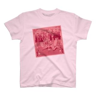 虚構 ピンク T-shirts