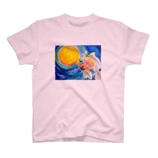金魚と少年 T-shirts
