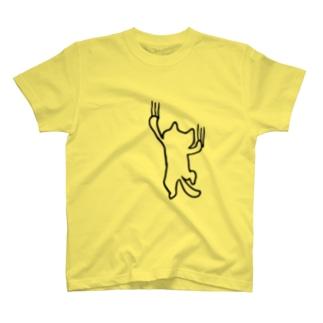 よじ登る猫 T-shirts