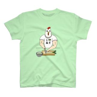 ひたすらネギを切るニワトリ男 T-Shirt