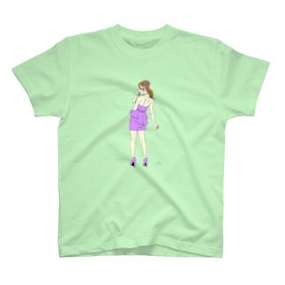 肩甲骨の彼女♪ T-shirts